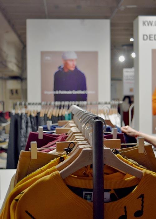 Nachhaltige Streetwear von Dedicated Brand auf der Ethical Fashion Show Berlin